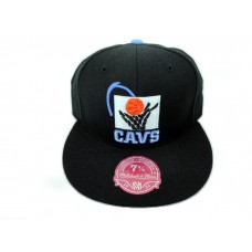 Mitchell & Ness Cavs Retro Fitted Hat Black